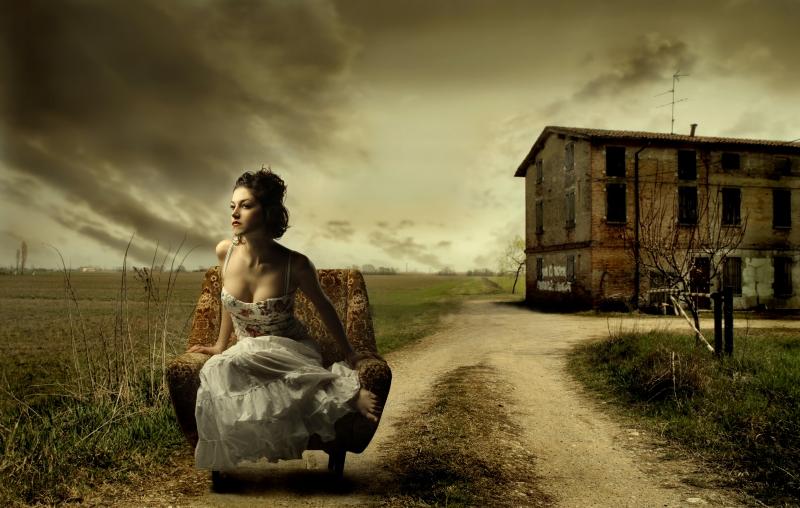 Fototapeta žena a starý dům
