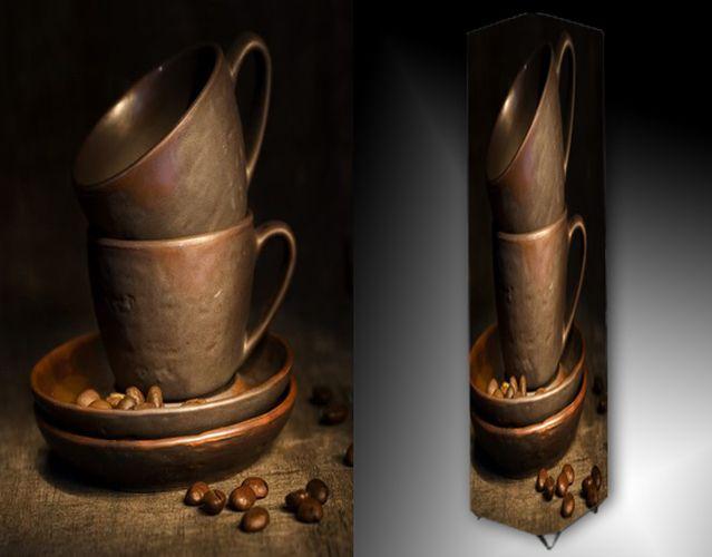 Lampa - hrnky a káva