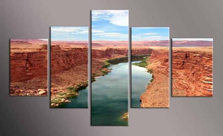 Obraz řeky mezi skalami